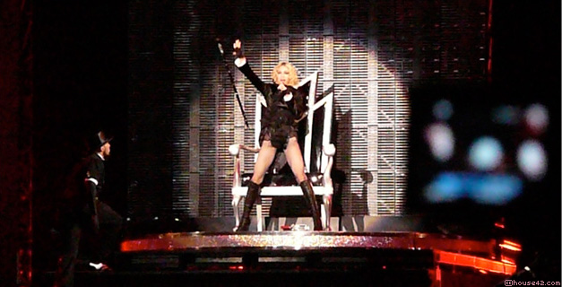 Sticky & Sweet Tour - Concert